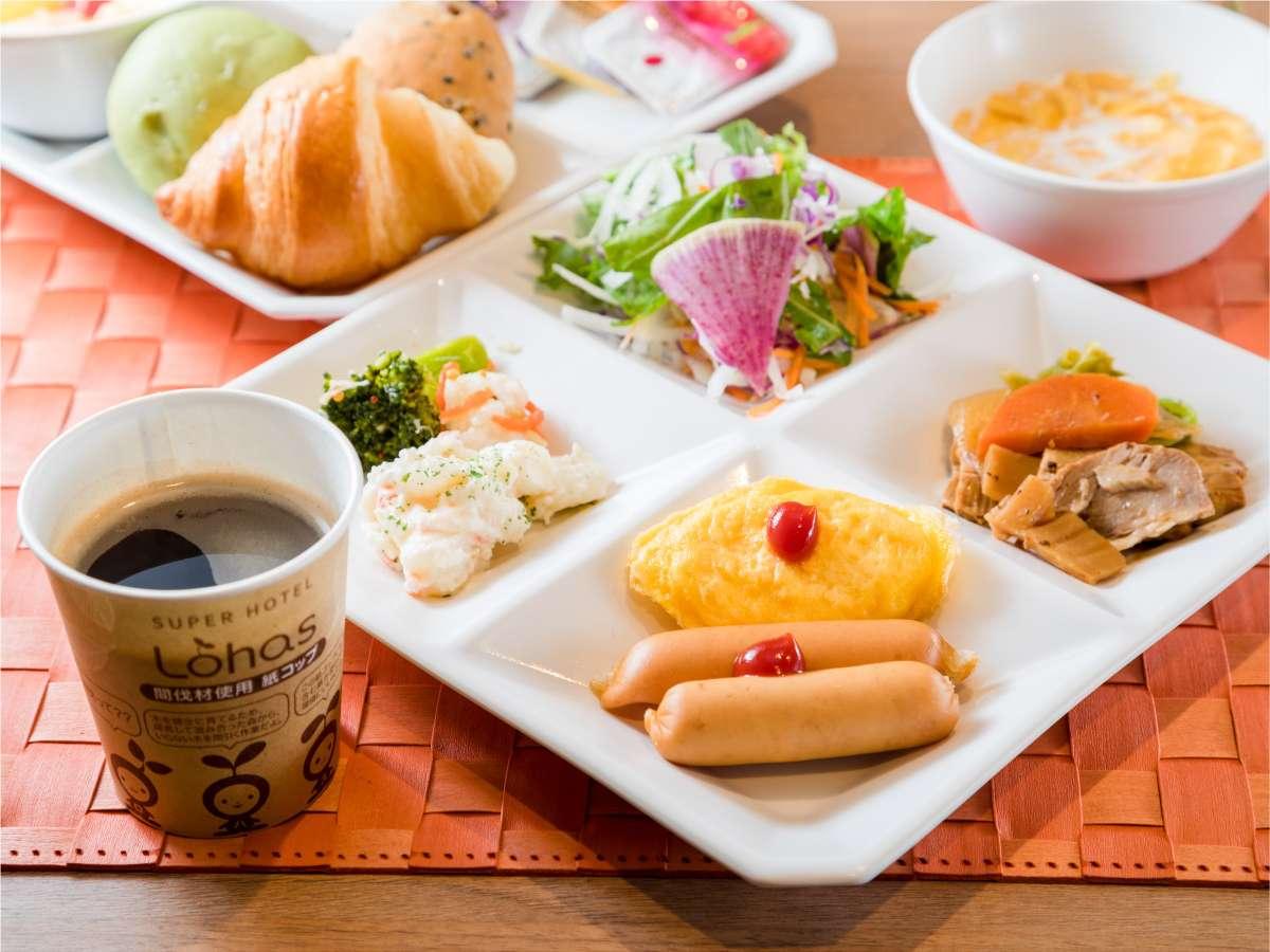 *焼き立てパン、ごはんなど毎日メニューが変わるバイキング朝食無料☆ご当地せんべい汁も勿論有*