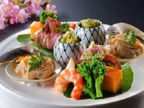 春の前菜です。山菜を中心に、海の幸・山の幸を盛り込んでおります。