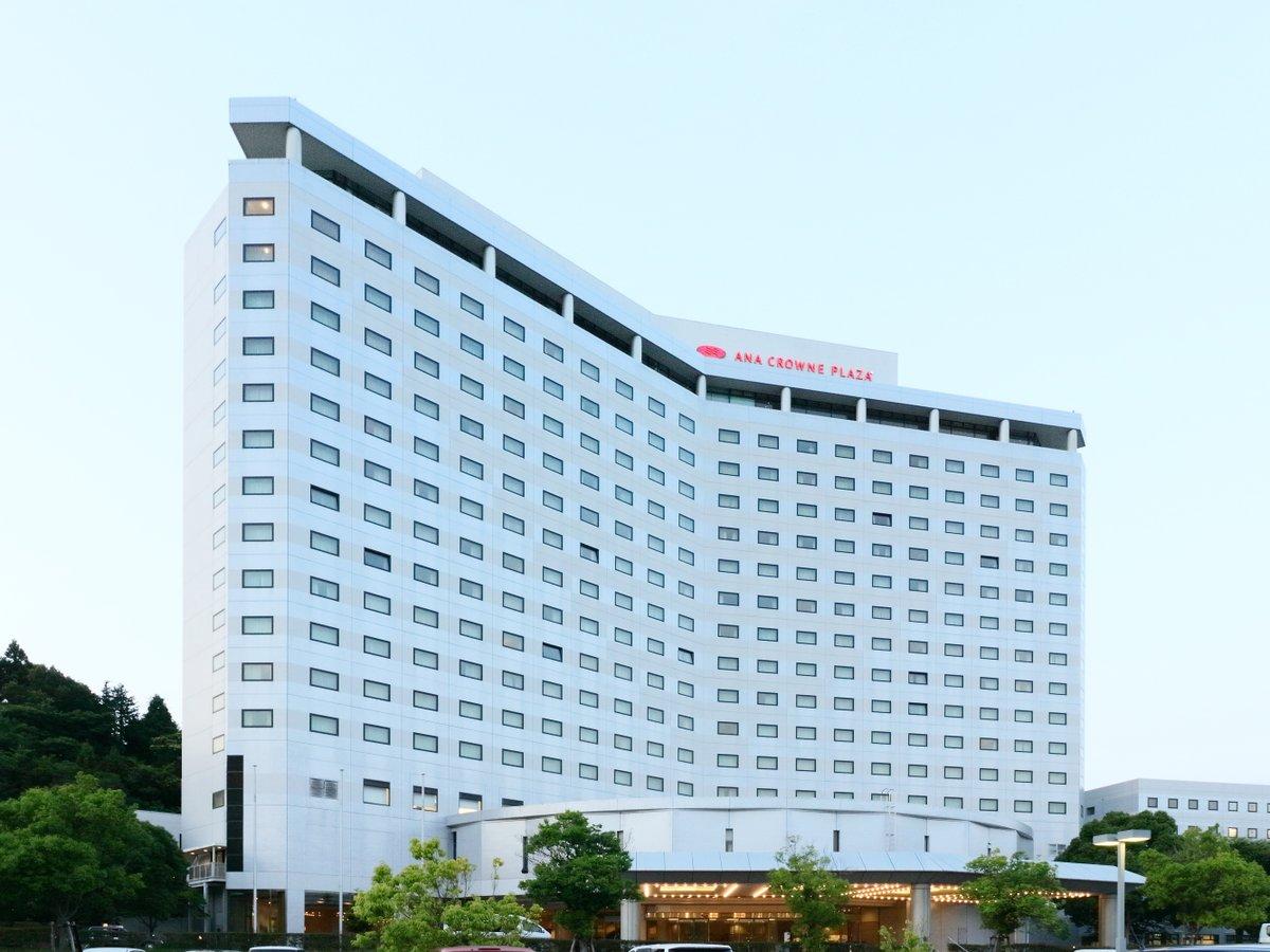 成田空港を見下ろす場所に位置し、エアポートの眺望や陽光に満ちた明るいお部屋をご用意しております。