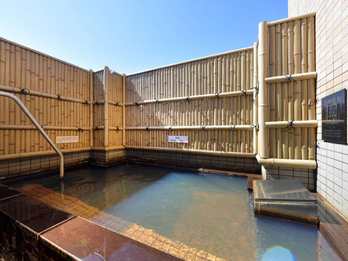 【露天風呂】晴天の中での昼風呂は夜とは違う気分が味わえます。