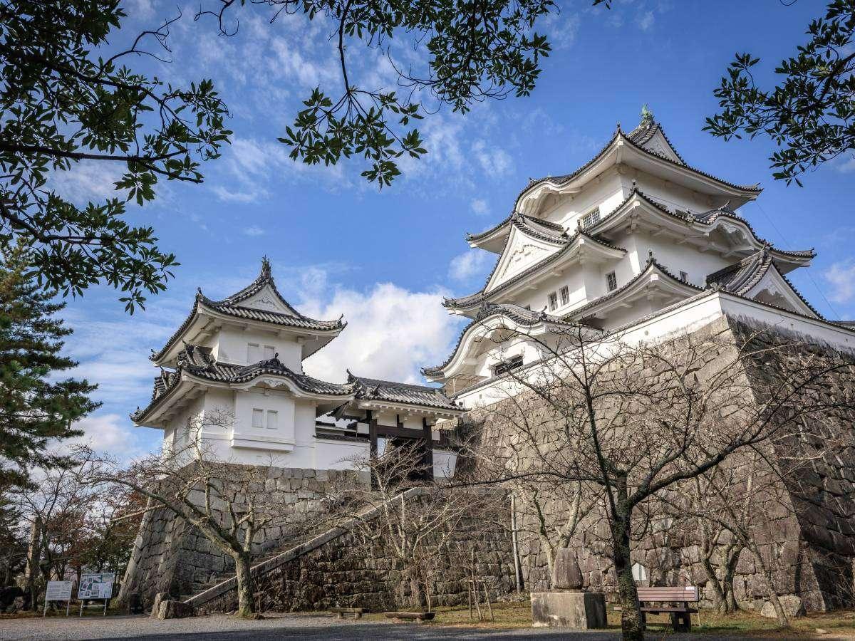 【伊賀上野城】日本一、二の高さの石垣を持つ伊賀上野城。市内中心部に位置する城址。