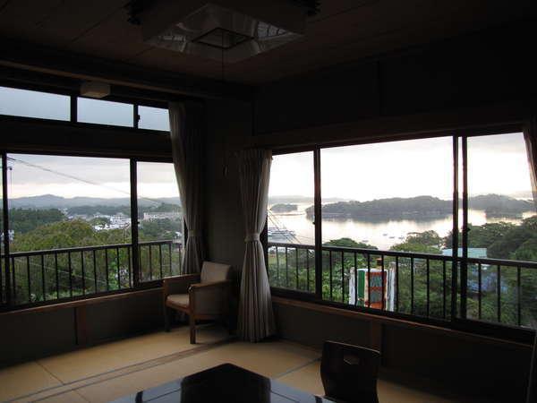 お部屋からは、素晴らしい松島随一の眺望です。御来光が待ち遠しくなります。