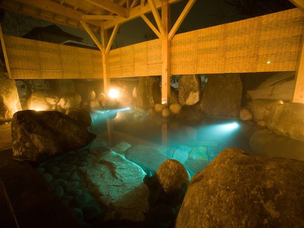 大浴場露天風呂源泉100%掛け流しの天然温泉となります。