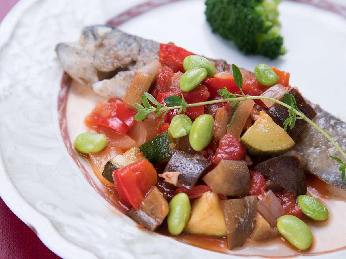 *ご夕食一例 (富士山の湧き水で育ったニジマスのムニエル ラタトゥイユのソース)
