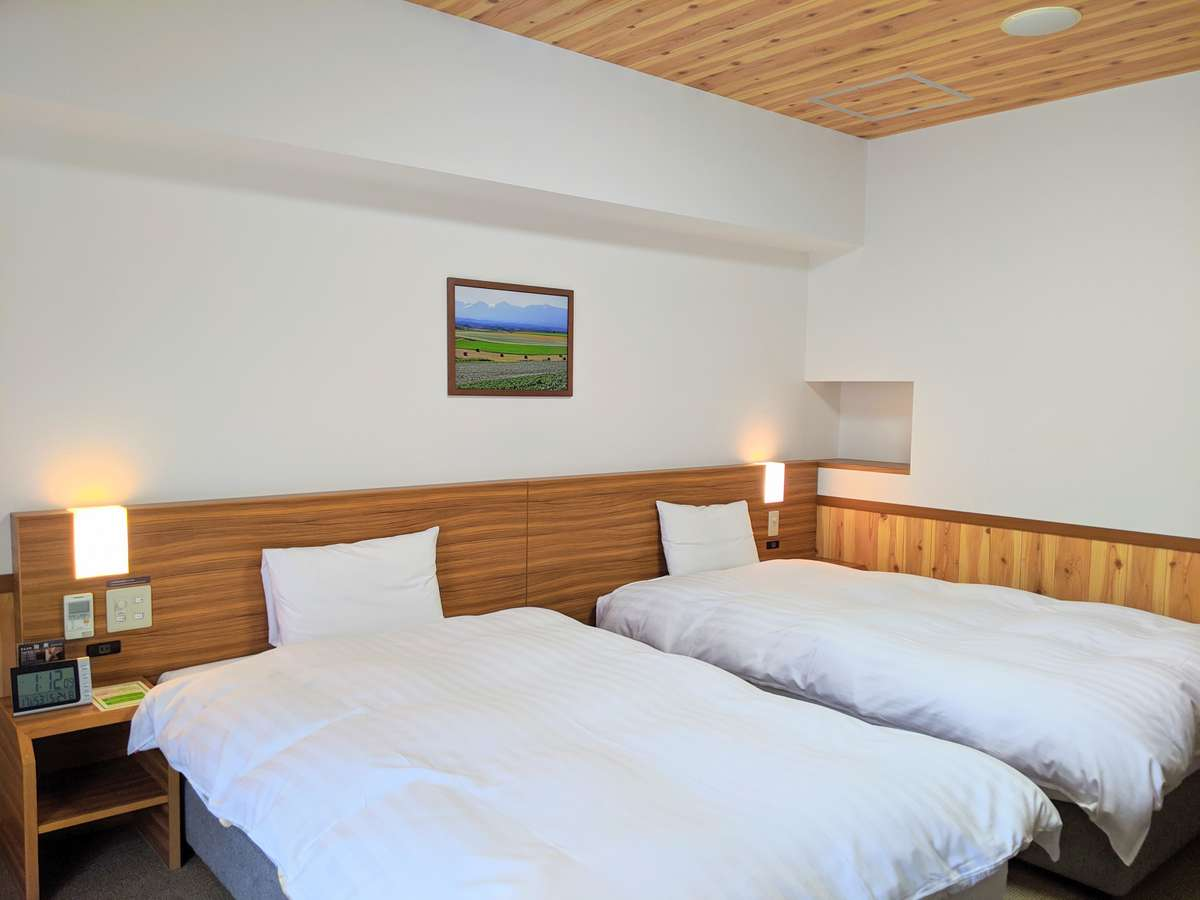 ◆客室【ラージツインルーム】 28㎡ サータ社製ベッド110㎝×195㎝