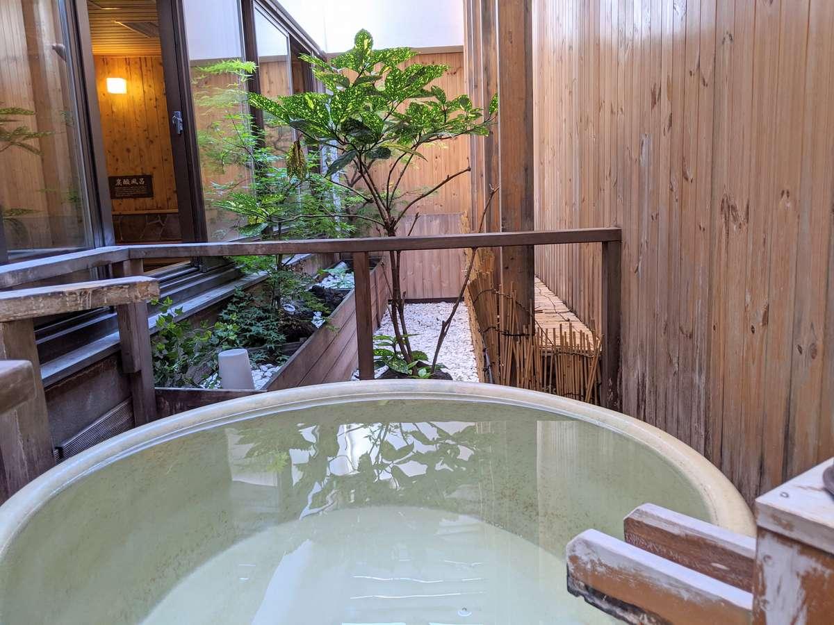 ◆男性大浴場 外気浴(壺風呂)
