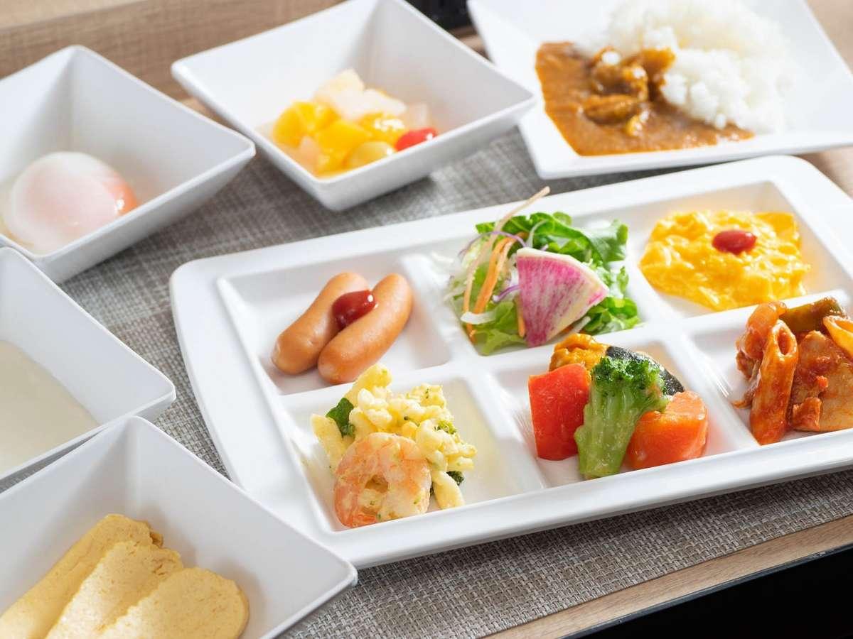 【無料健康朝食】お仕事前にたくさんお召し上がりくださいませ♪  バイキング形式でおかわり自由です。