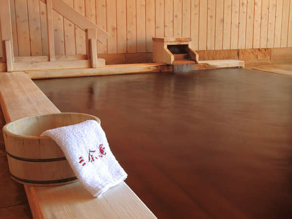 水に強く、黄味が強い秋田檜を使用。
