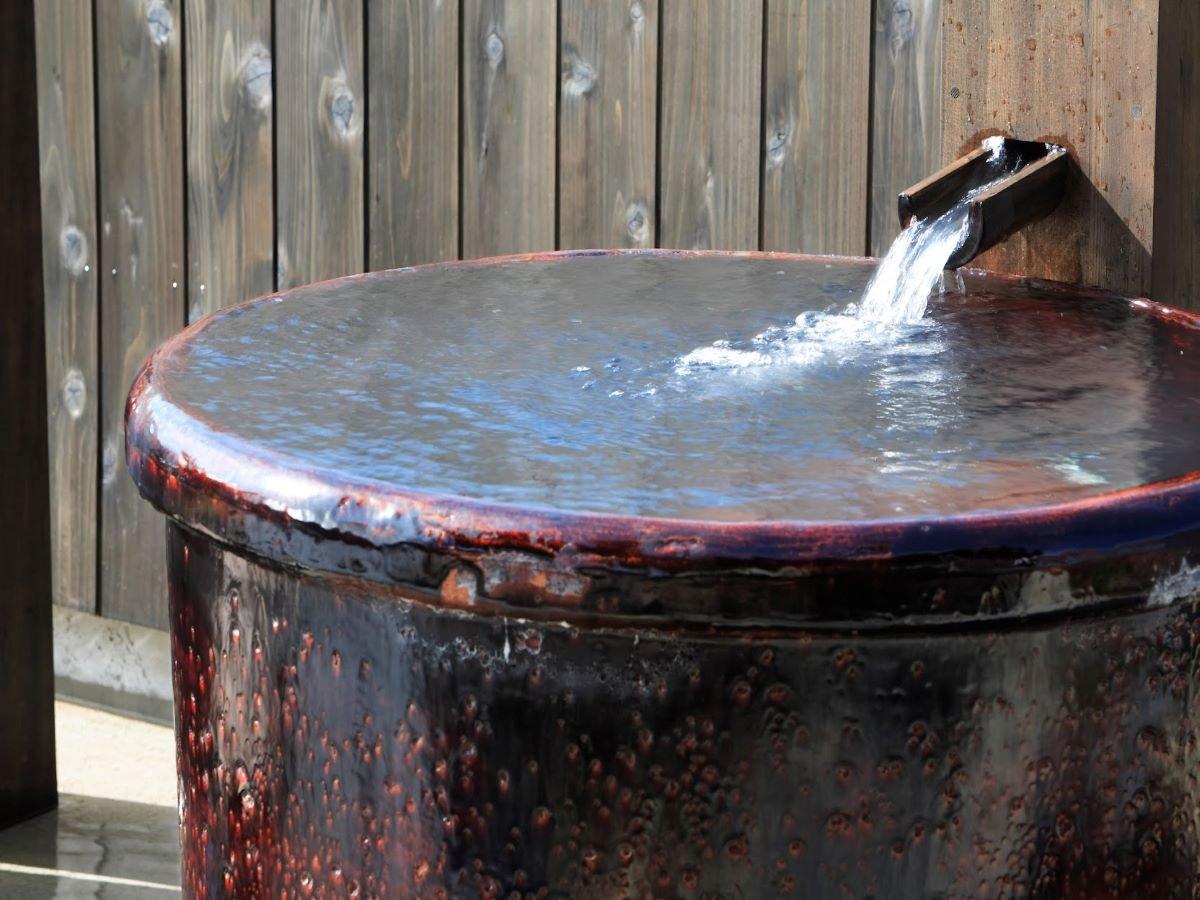 【彩光の湯・壺湯】数ある風呂の中でも大人気の壺湯です。