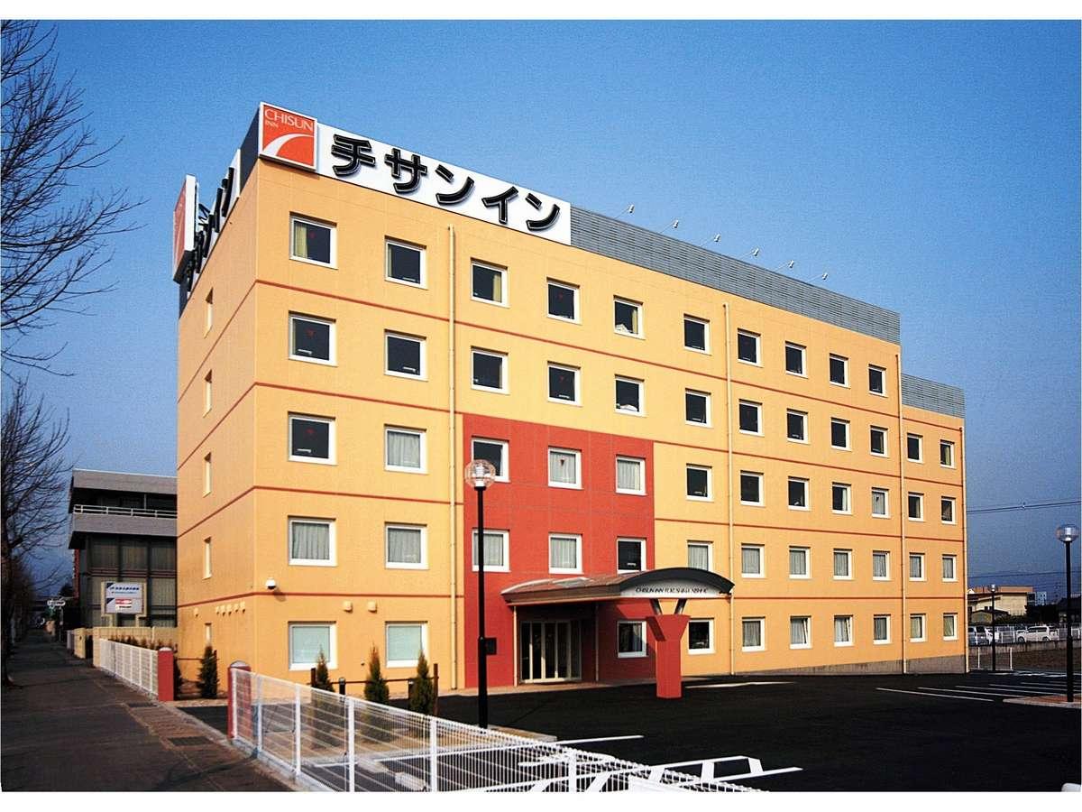福島西IC出口正面の好立地です。