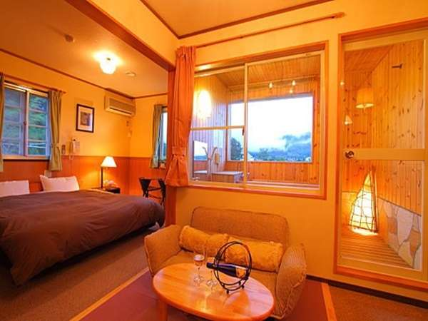 展望風呂付スーペリア205号室 当館一の眺め クィーンサイズベッド 鰆の香りに癒されて