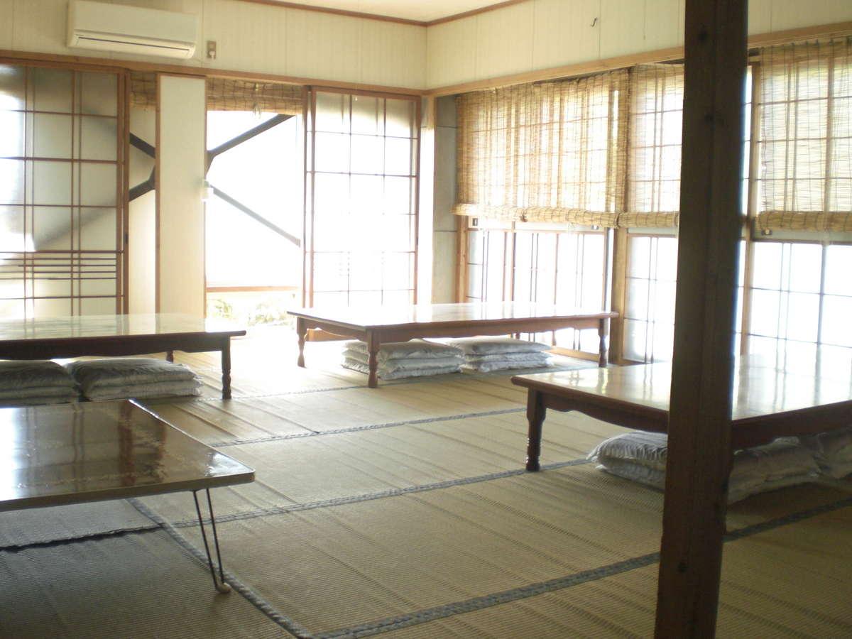 食堂です。本館の一階にあります。約30名様程お食事が出来ます。