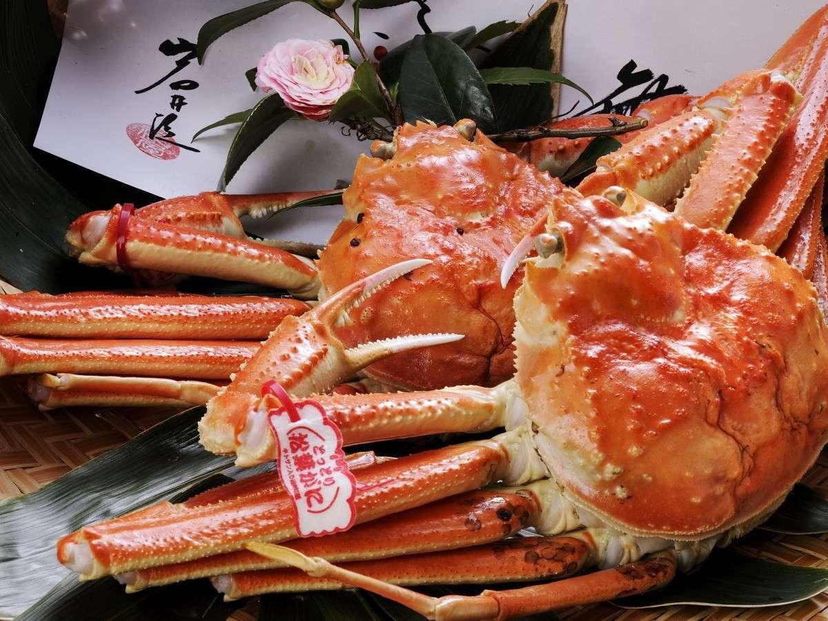 【松葉ガニ】料理長が厳選した蟹を使用。一品一品素材の旨味を生かしたお料理をご用意いたします。