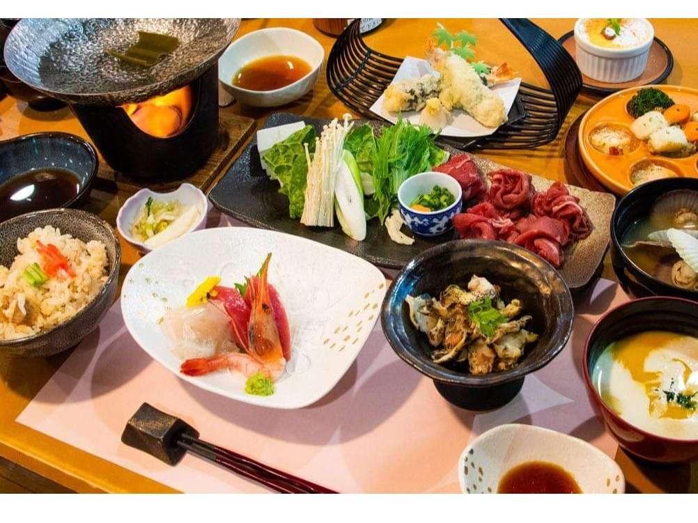 季節の和会席膳(一例)台物は石板焼き、しゃぶしゃぶ、すき焼きの何れかお楽しみで♪選べません