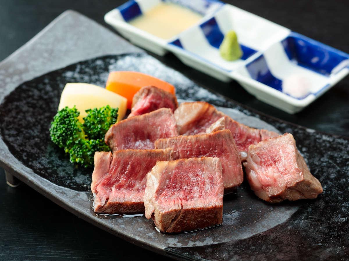 驚くほどの旨みと柔らかさ☆ 選び抜かれたA4ランク以上の特選千屋牛ヒレステーキ!