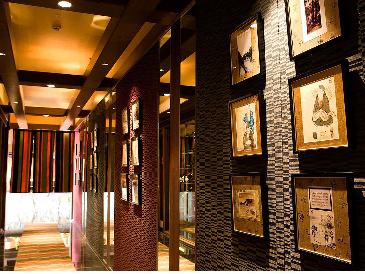 【レストランゐきり】入口の通路は歌舞伎の花道をイメージした和モダン調の設え