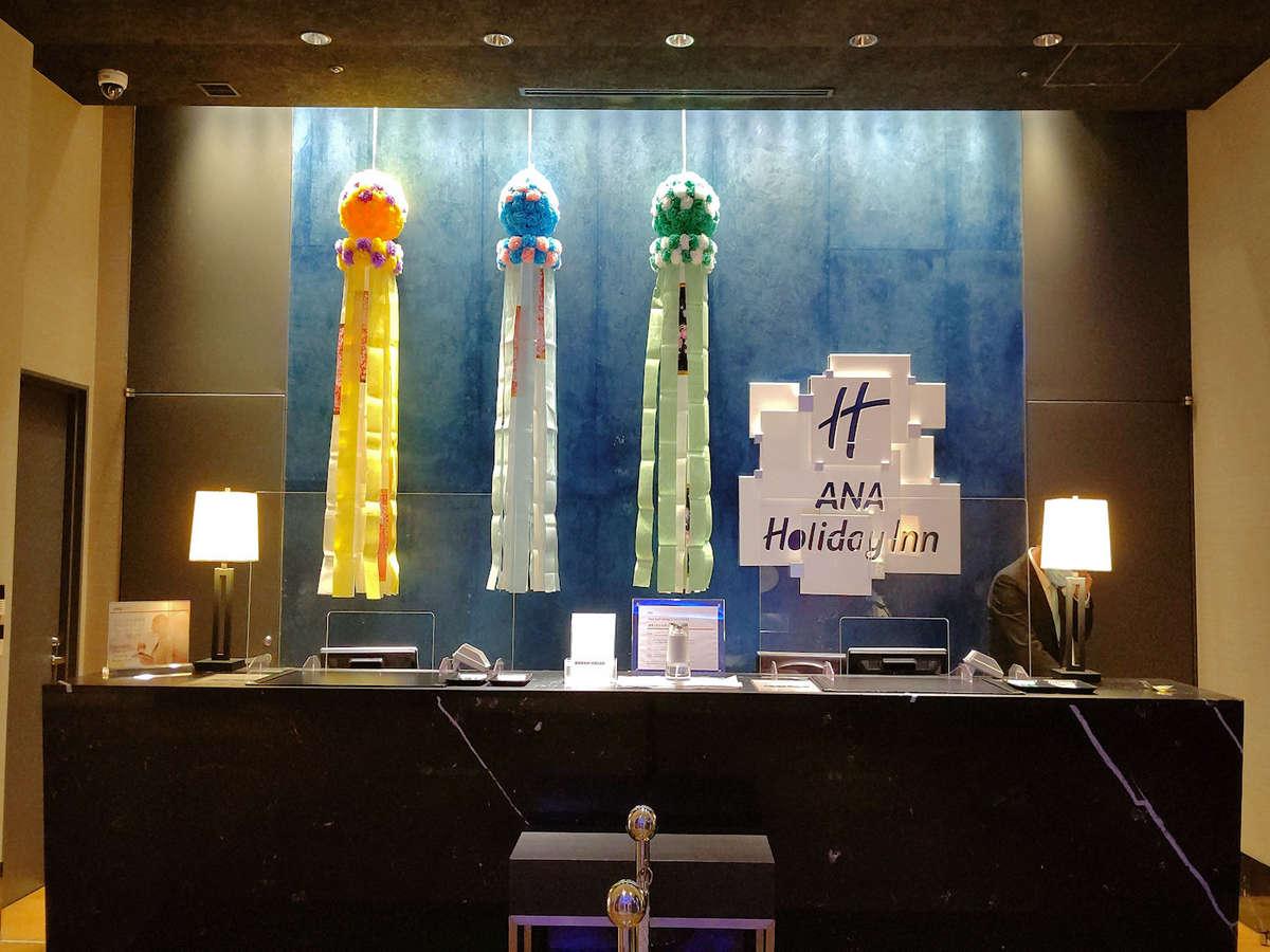 フロントに飾っている七夕飾りです。仙台七夕の時期となる8月8日までロビーを彩ります