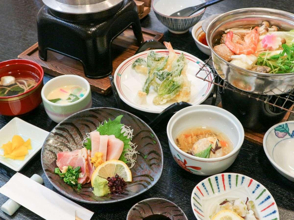 *【夕食一例】9品ほどの和会席風料理。