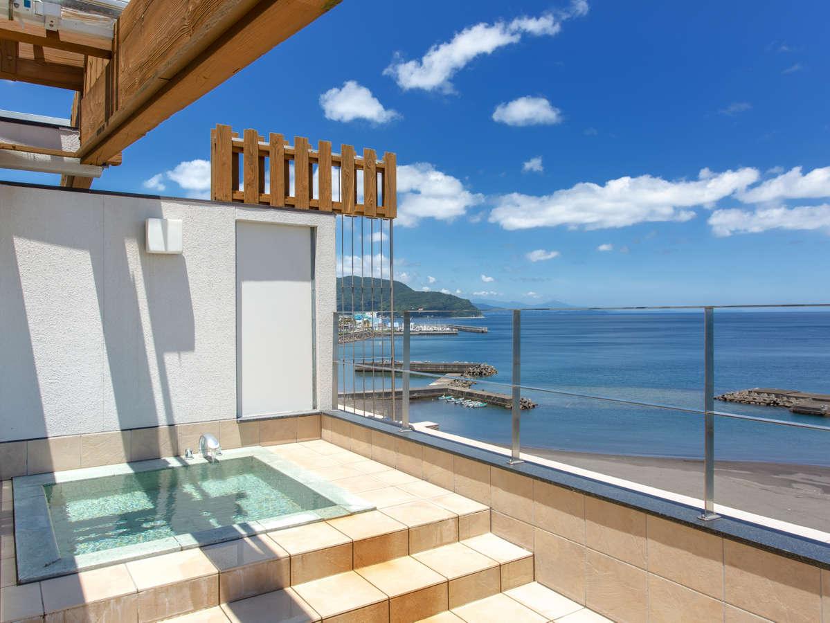 まんてんの湯~ひこぼし~青い空と海を望む貸切展望露天風呂。贅沢なひとときをお過ごしください。