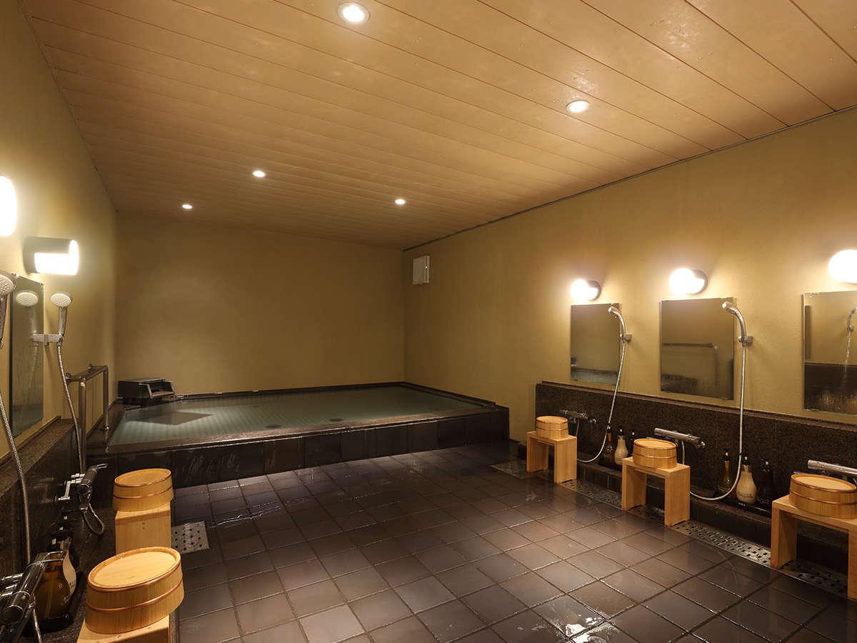 【大浴場】体の芯から温まり、湯上り後も温かさが持続する人工炭酸泉を使用