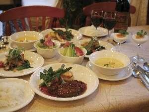 ディナーは残さず食べてもらえるのが自慢の洋食コース