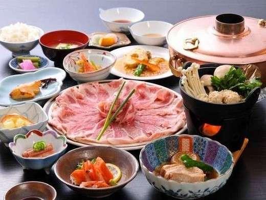 当館名物♪越後もち豚しゃぶしゃぶ食べ放題付の夕食の一例