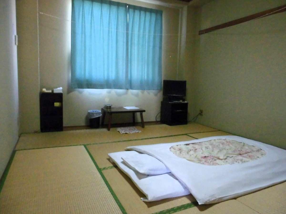 落ち着いてくつろいでいただける、明るくて清潔な、ゆったりとした和室。