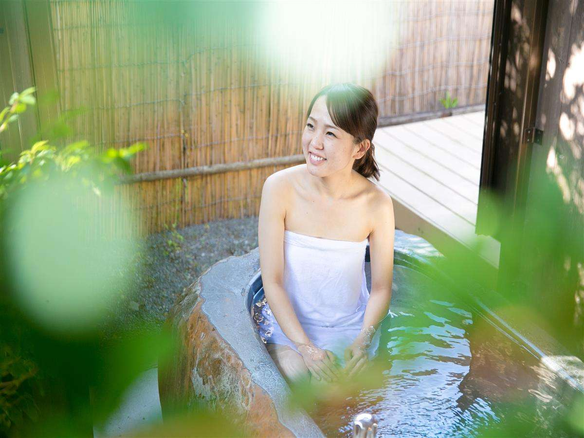 ~客室の半露天風呂