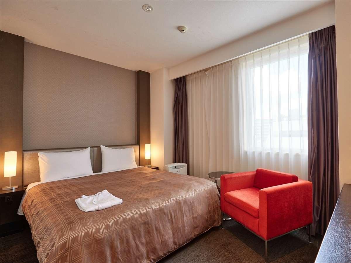 【スタンダードダブル】日常の生活とは違うホテルならではの空間をお楽しみ下さい。