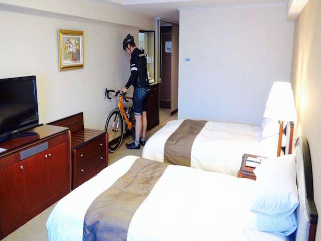 お部屋に自転車入れ込みが可能。