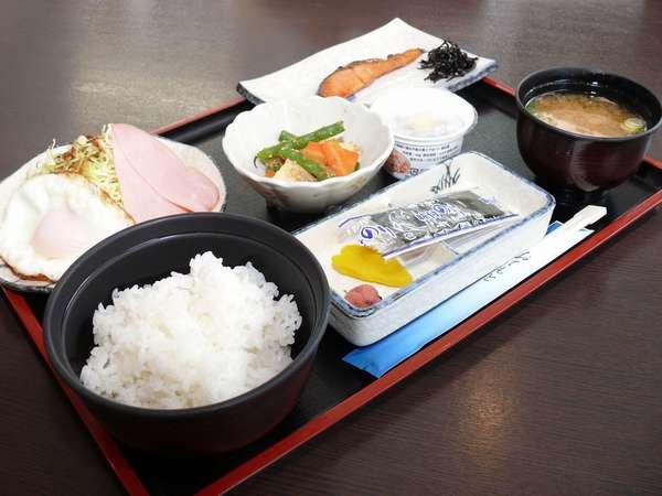 おかげさまでじゃらんnet能代市内【朝食】№1!お米も納豆も安心の地元能代産。 魚と小鉢は日替わり♪