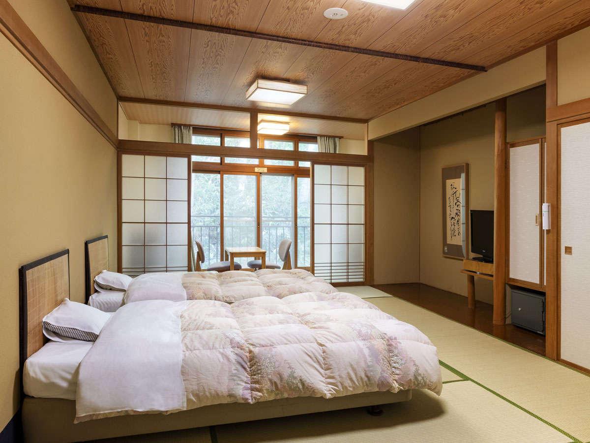 ベッド付き和室。