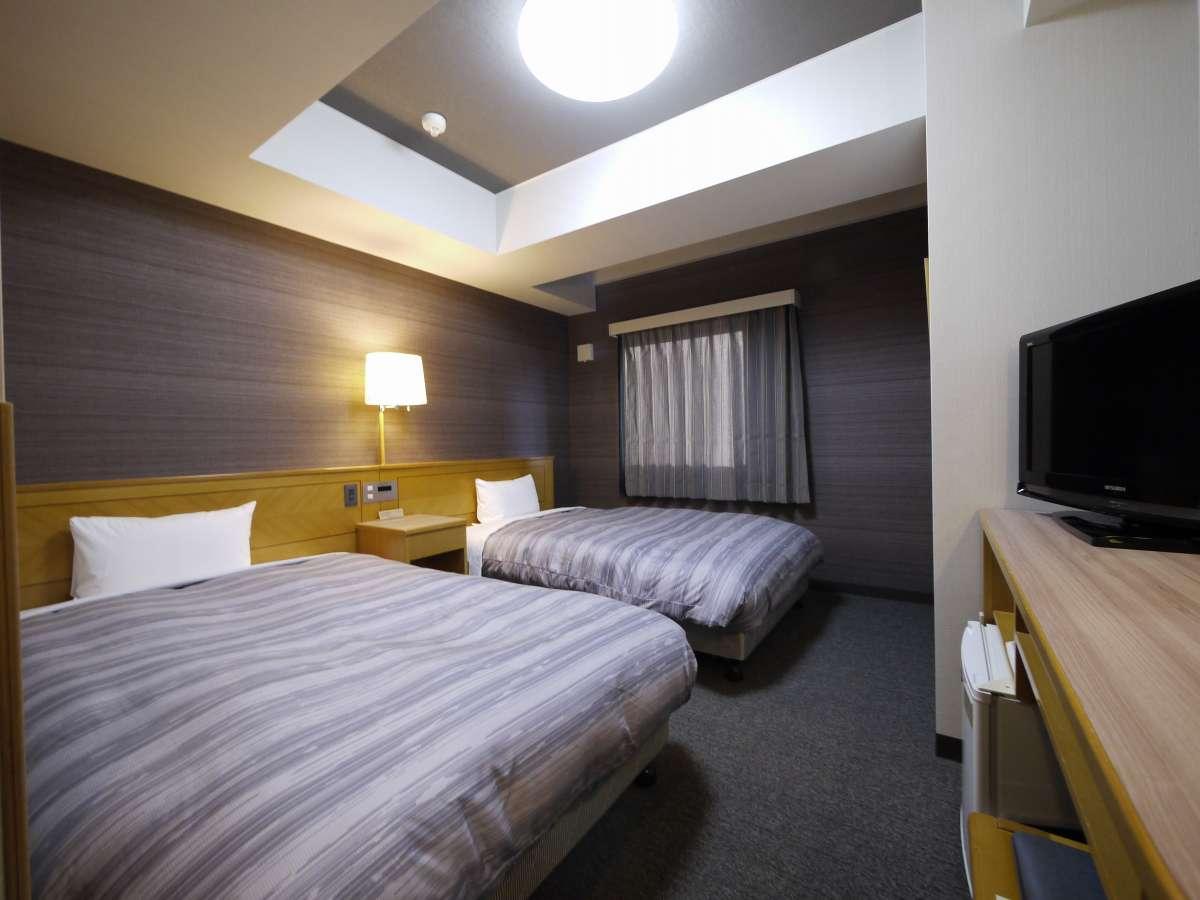 広々ツインルーム♪120cmのベッドサイズでゆったり。地デジ対応26インチTV設置。バイキング朝食付♪
