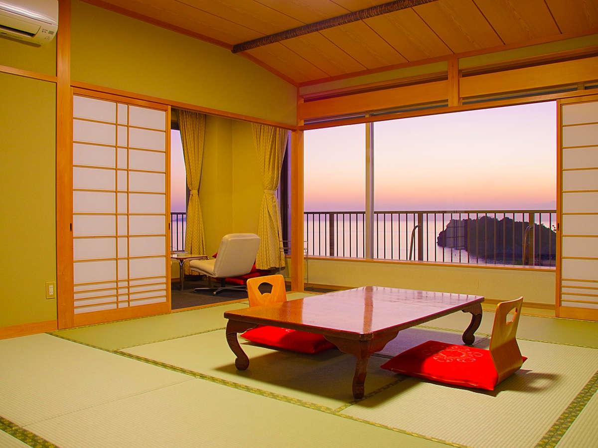 窓を大きく取った角部屋。紀伊水道の海景色と雑賀崎灯台の景色をお楽しみ頂けます。