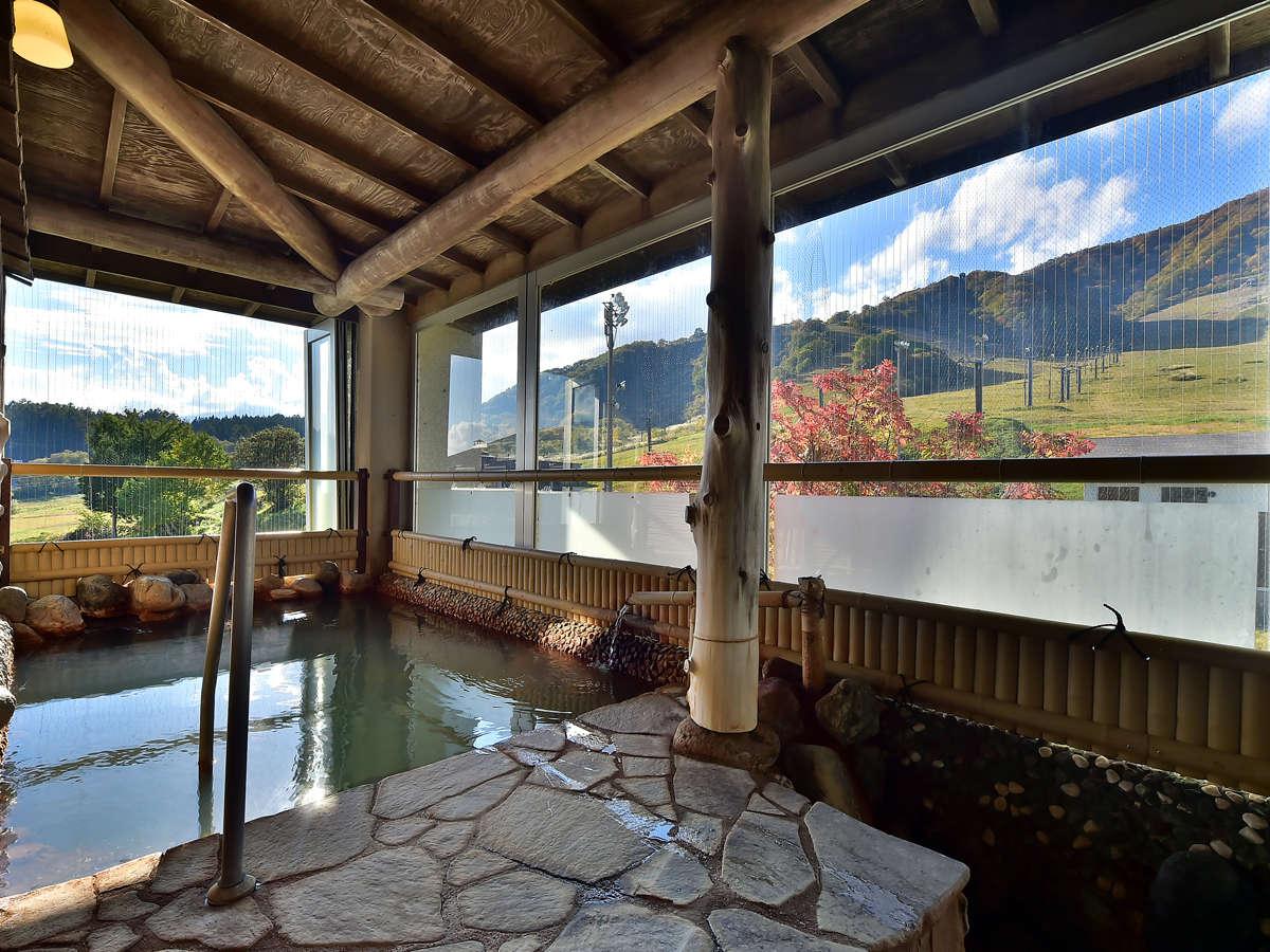 開放的な露天風呂で景色と温泉をお楽しみください。