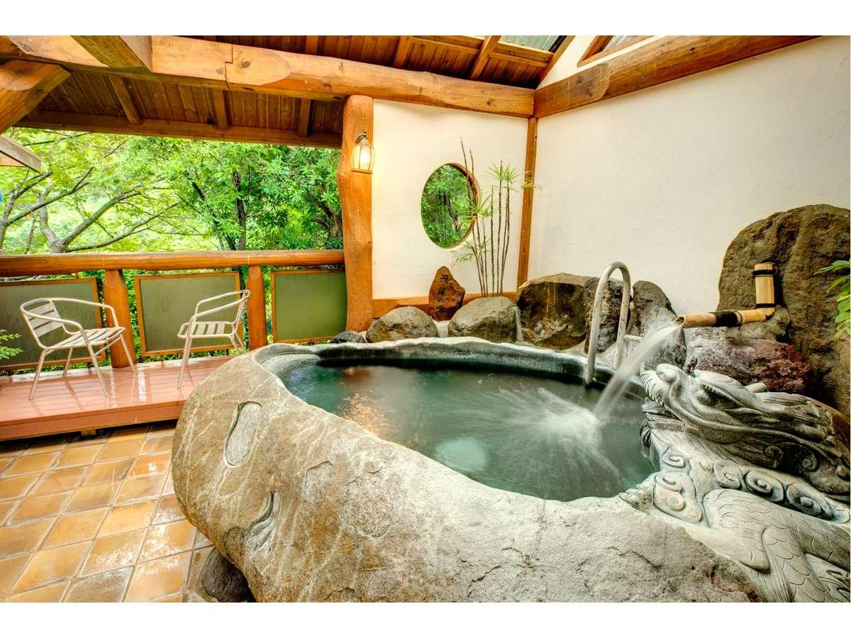 【貸切風呂】「飛竜の湯」10トンの巨石をくりぬいた石風呂。赤外線効果で体がほかほかに温まります。