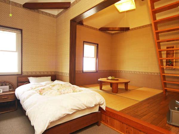 このお部屋は洋室の作りでロフト付になっております。