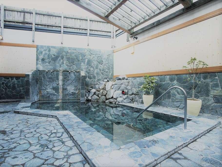 露天風呂は名湯「白寿の湯」を運んできています!