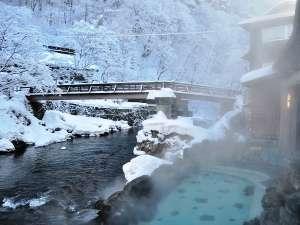 冬、混浴露天風呂、引き締まった白銀の世界