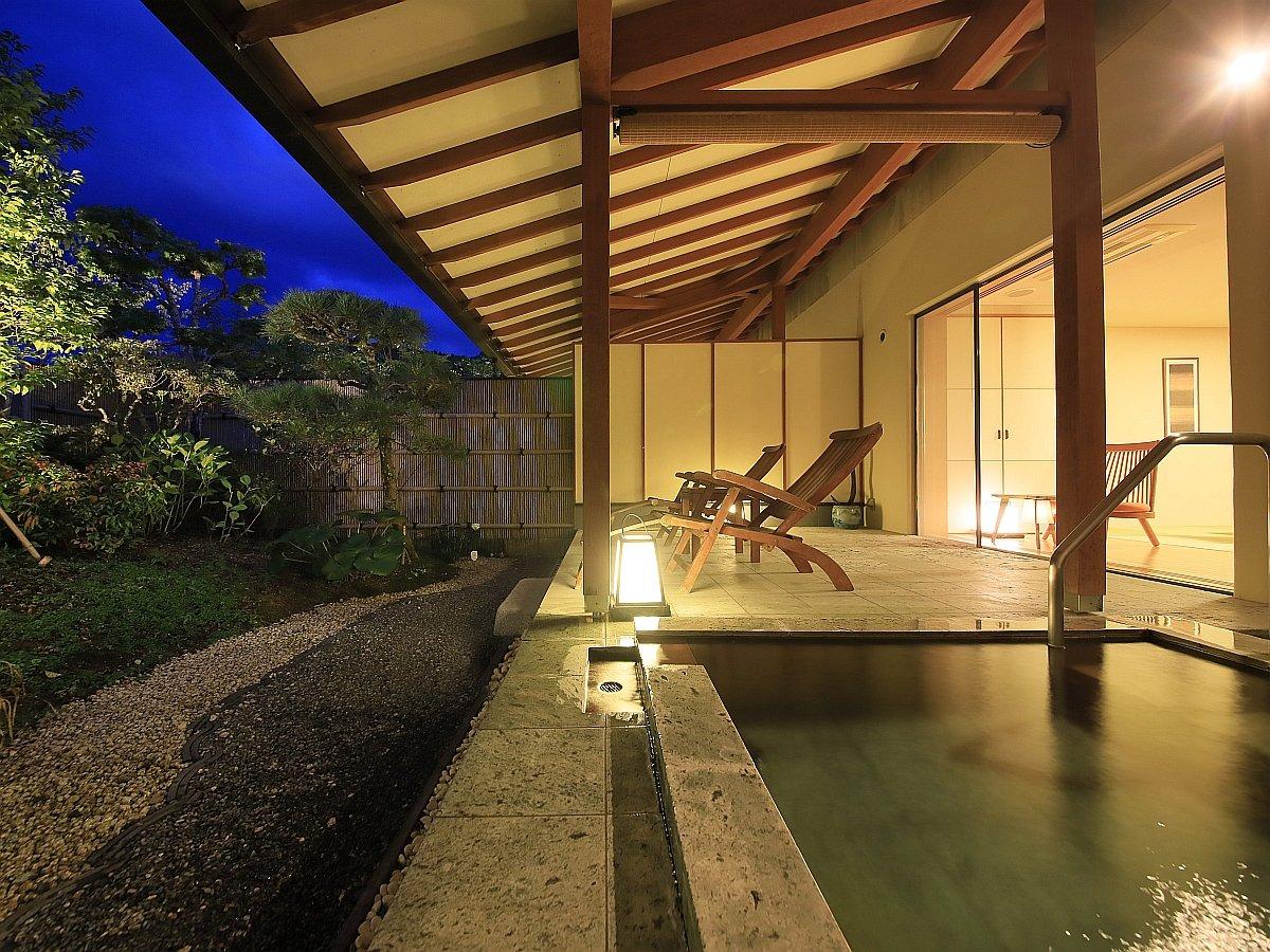 夕暮れ時の温泉浴は独特の雰囲気を醸し出しながら流れる時が楽しめる。