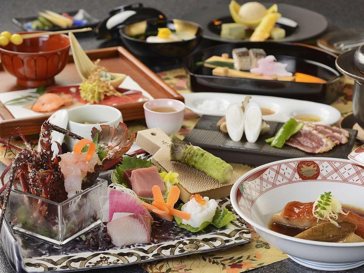 旬の伊勢海老を中心に、秋の山海の幸が提供される2021:旬彩・秋料理の一例。