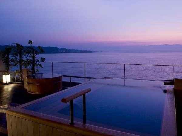 ■明け方の露天風呂(槇貼)です。お天気に恵まれれば日の出も観られる最高の景色となっております■
