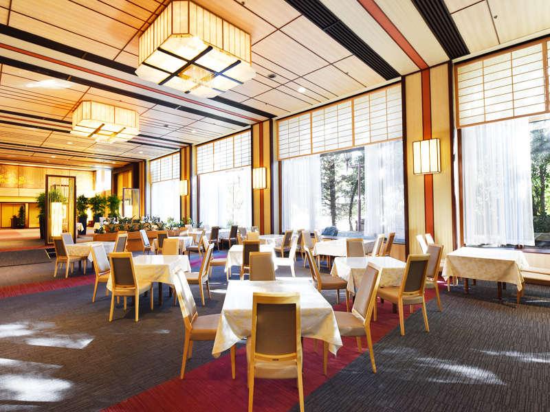 明るく開放的な雰囲気のカフェ&レストラン京わらべ