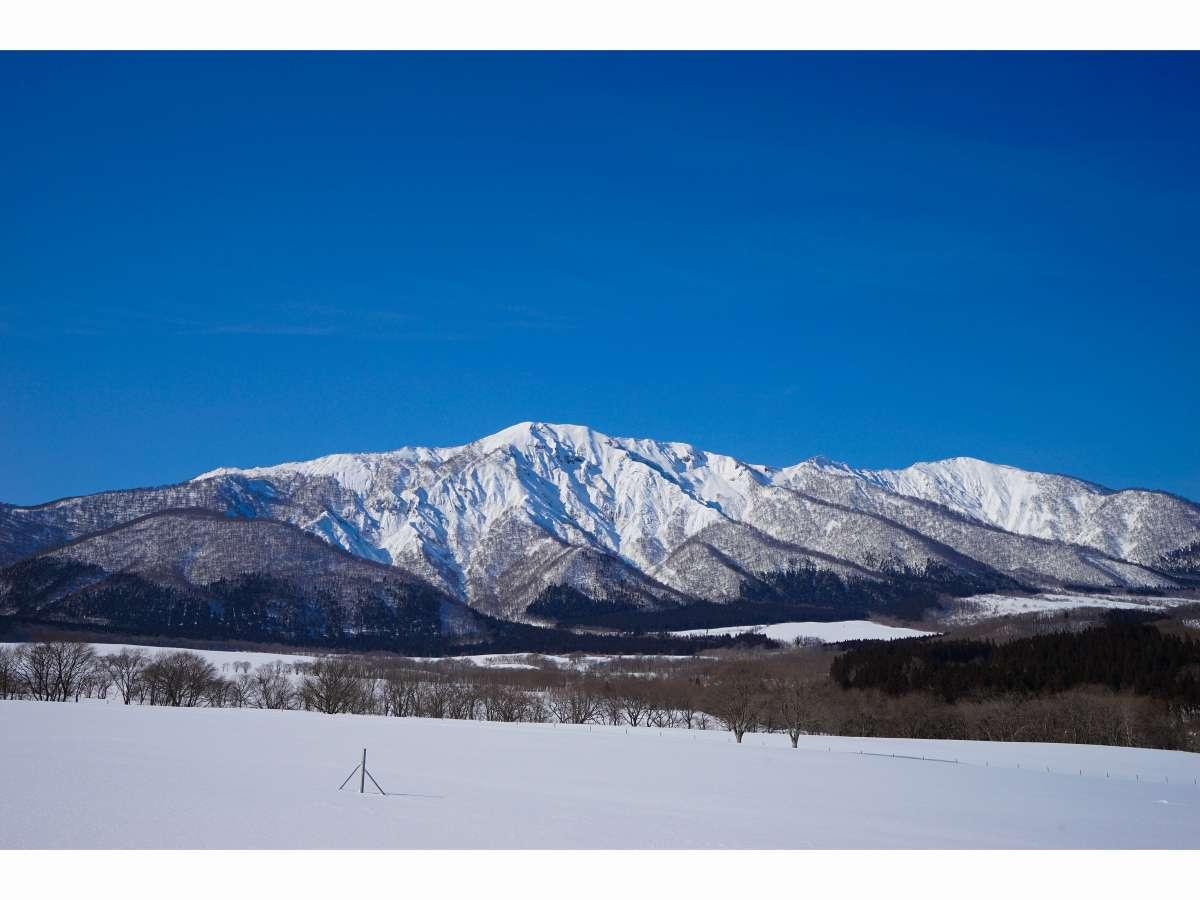 急峻な山容から「リトル谷川岳」の愛称でも親しまれている禿岳(カムロダケ)