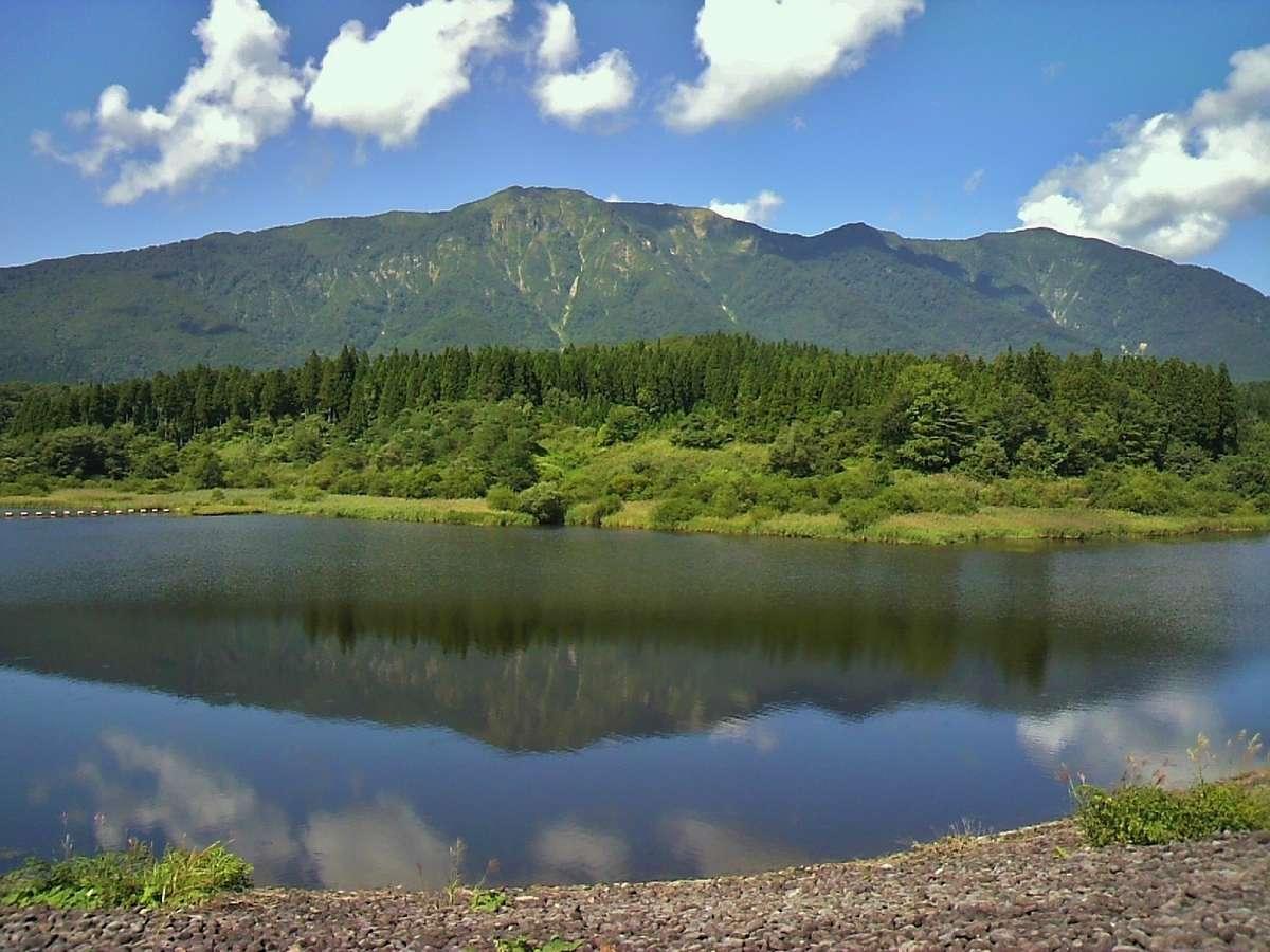 風が止まる一瞬しか取れない「上大沢ダム」に映り込む禿岳。ぜひ撮影にチャレンジしてみて下さい♪