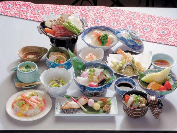 【特別会席】四季折々の地元食材や新鮮な山海の幸を使った会席。(一例)