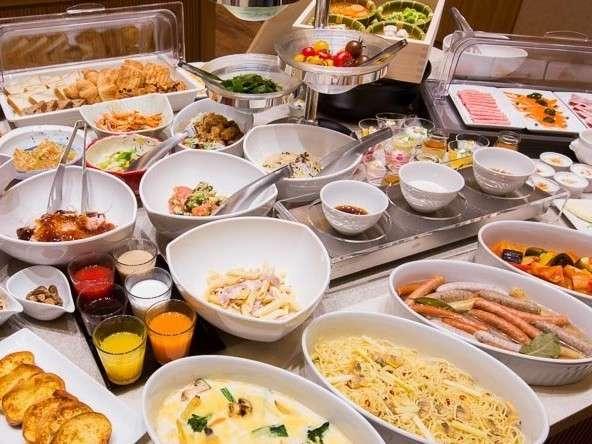 【朝食バイキング】出来たてのお食事をライブキッチンにてご提供致します♪