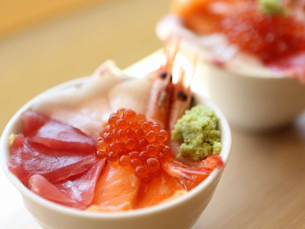 【朝食バイキング】好きな海鮮を選んで作る海鮮丼☆