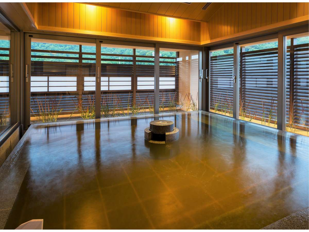 【大湯処:月華】石造りの内風呂