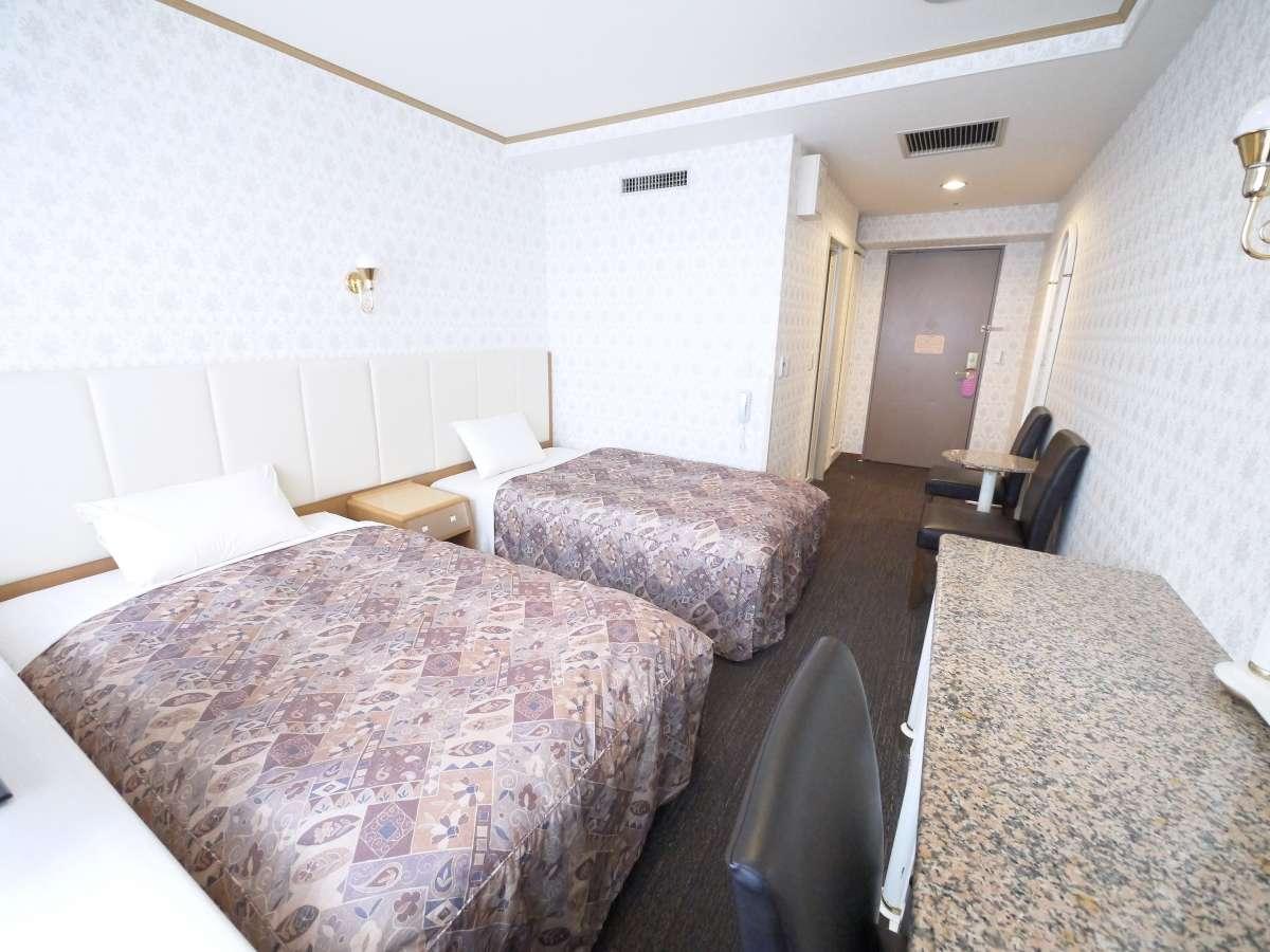 スタンダードツイン☆21平米のお部屋に110センチ幅のベッド2台を設置しております。